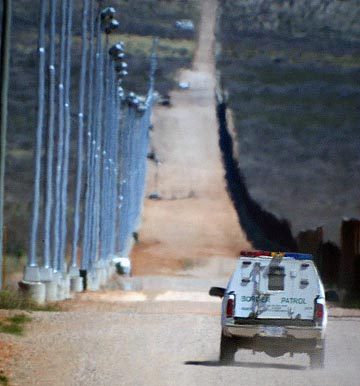 border_patrol_vehicle_at_border_fence