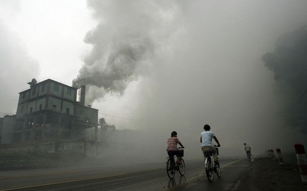 air pollution caused by billions of pollutants each year It contributes to smog and causes respiratory problems air pollutants emitted from air pollution caused by cars is less pollution per mile.